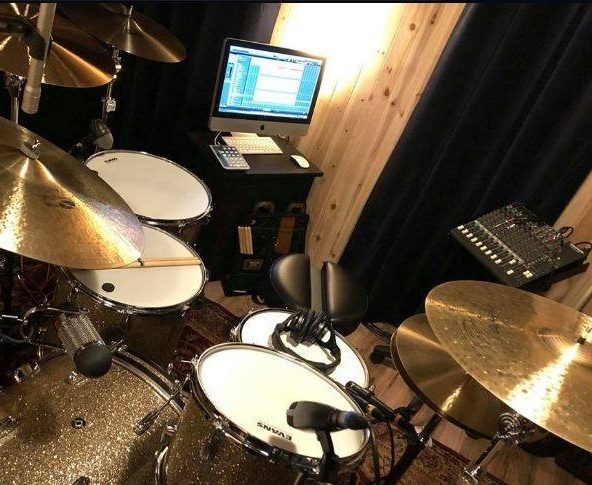 "Dennis Leeflang's recording setup on ""Out Here In The Real World""."